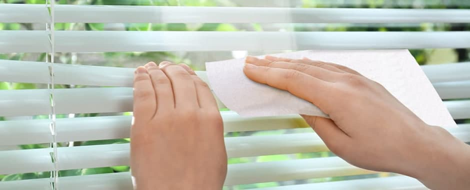 Mrs Hinch tip to clean window blinds with a dryer sheet
